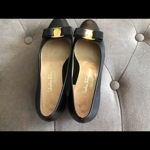 Salvatore Ferragamo Shoes - Salvatore Ferragamo 7B Vara black leather shoe